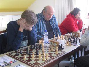 Mit seinem ungefährdeten Remis sicherte Mannschaftsführer Marcus Wiesen den Sieg und die Meisterschaft.