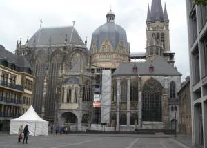 Der berühmte Aachener Dom, seit dem 10. Jahrhundert Krönungskirche der deutschen Könige