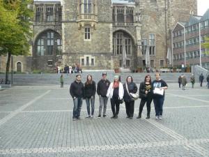 Gruppenbild vor dem Rathaus