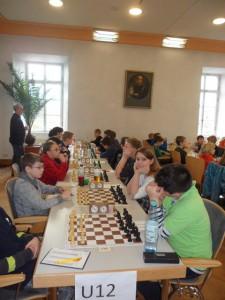 Die vorletzte Runde: Katharina gegen Fabian Warzecha, dahinter Niklas gegen Lena Kalina