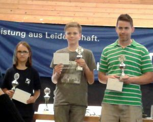 Siegerehrung der Stadtmeisterschaft Konz: (v.l.n.r.): Lena Kalina, Niklas Leyendecker, Christian Hartmann